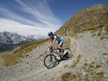 MountainbikeBikers in Montagna Comelico